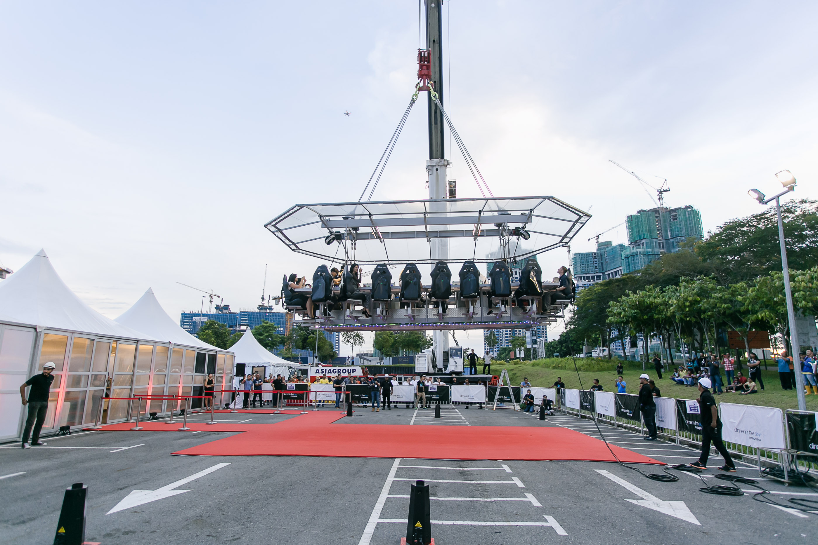 Dinner In The Sky Officially Takes Off In Johor JOHOR NOW - Dinner in the sky an unforgettable experience
