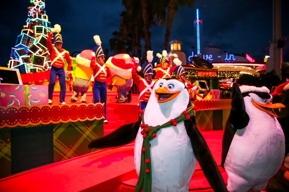 hollywood-christmas-gift-show-penguin