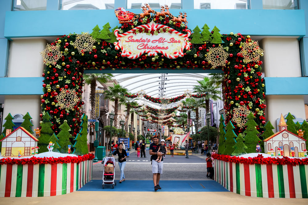 santas-all-star-christmas-gates